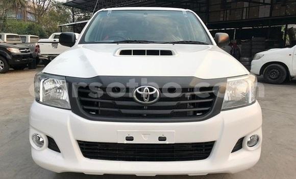 Buy Used Toyota Hilux White Car in Maputsoe in Leribe