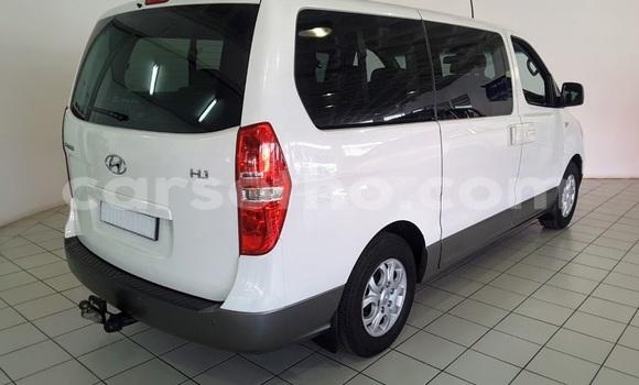 Buy Used Hyundai H1 White Car in Maseru in Maseru