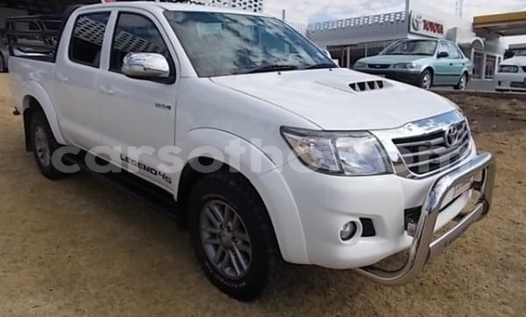 Buy Used Toyota Hilux White Car in Thaba–Tseka in Mafeteng