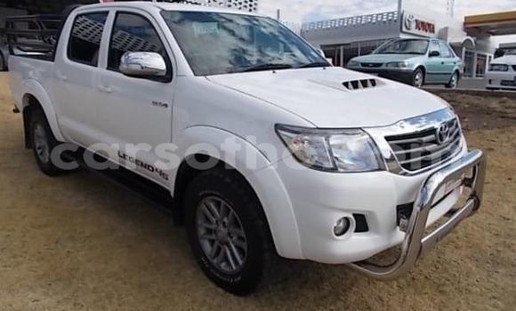 Buy Used Toyota Hilux White Car in Butha–Buthe in Thaba-Tseka