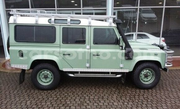 Buy Used Land Rover Defender Green Car in Maputsoa in Leribe