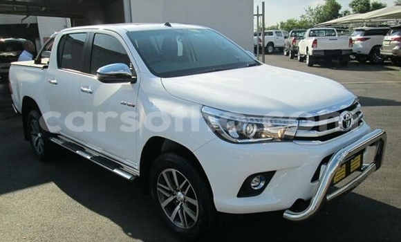 Buy Import Toyota Hilux White Car in Mafeteng in Mafeteng