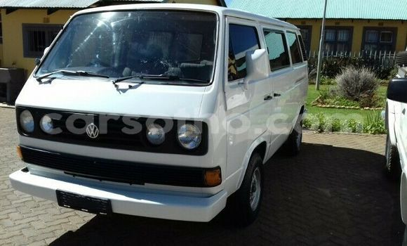 Buy Used Volkswagen Caravelle White Car in Roma in Maseru