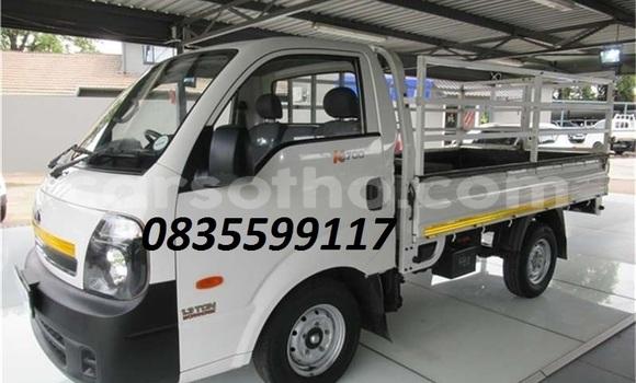 Buy Used Kia K7 White Car in Maseru in Maseru
