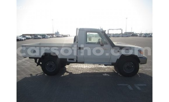 Buy Import Toyota Land Cruiser White Car in Import - Dubai in Maseru