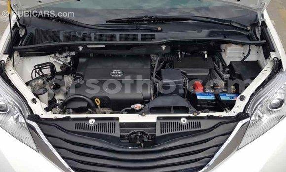 Buy Import Toyota Sienna White Car in Import - Dubai in Maseru