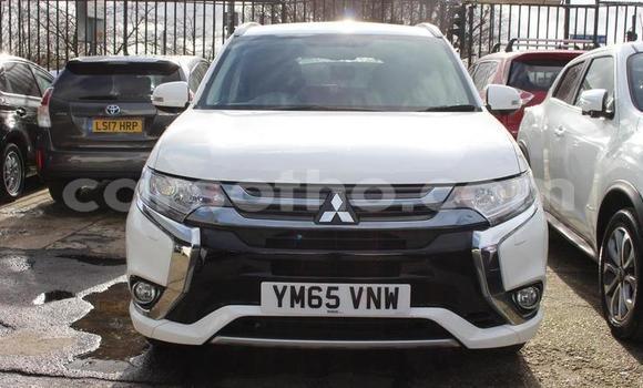 Buy Used Mitsubishi Outlander White Car in Peka in Leribe