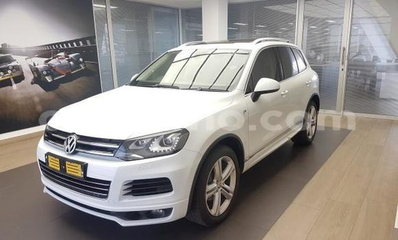 Buy Used Volkswagen Touareg White Car in Maputsoa in Leribe