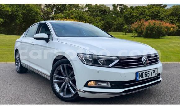 Buy Used Volkswagen Passat White Car in Thaba–Tseka in Mafeteng
