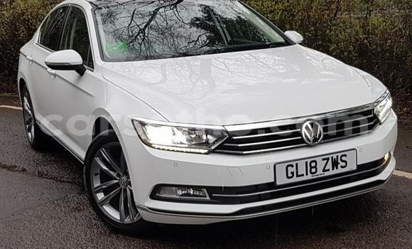 Buy Used Volkswagen Passat White Car in Quthing in Butha-Buthe
