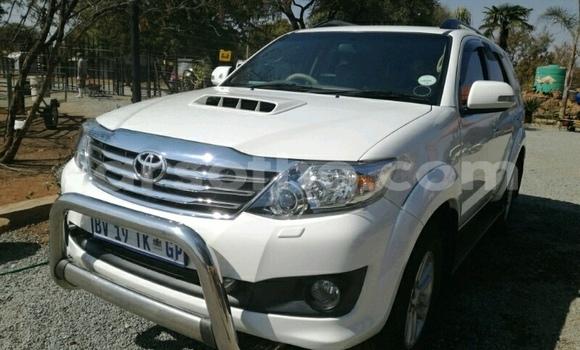 Buy Used Toyota Fortuner White Car in Maseru in Maseru