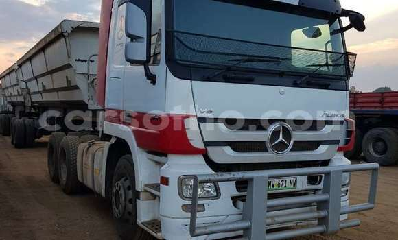 Buy Used Mercedes‒Benz Truck White Truck in Maseru in Maseru