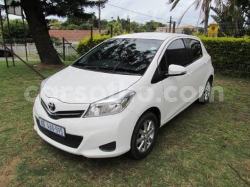 Big with watermark toyota 2012 yaris12