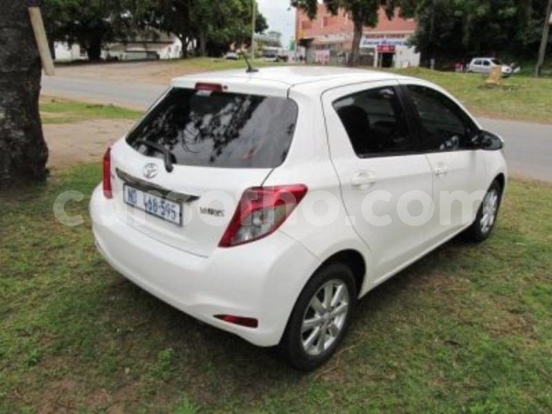 Big with watermark toyota 2012 yaris4