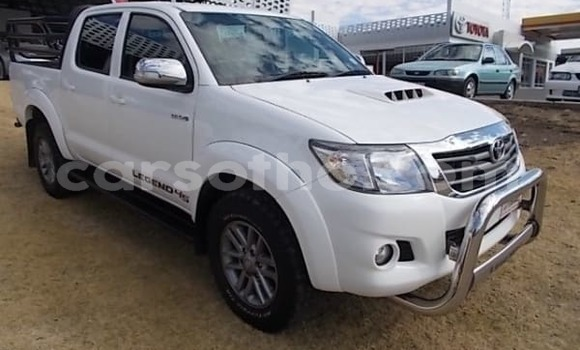 Buy Used Toyota HiAce White Truck in Mafeteng in Mafeteng