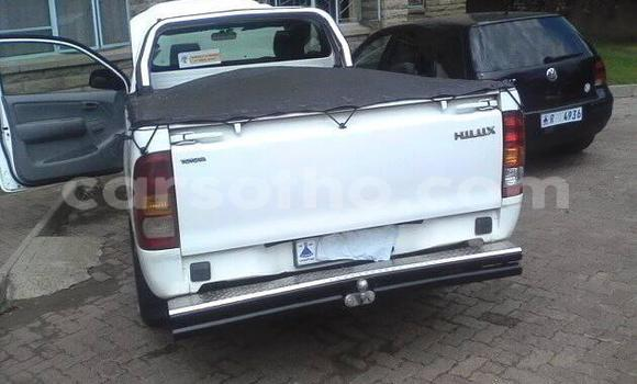 Buy Used Toyota Hilux White Car in Maseru in Maseru