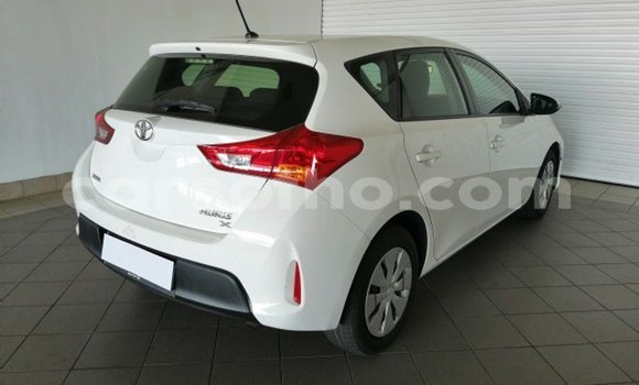 Buy Used Toyota Auris White Car in Maputsoa in Leribe