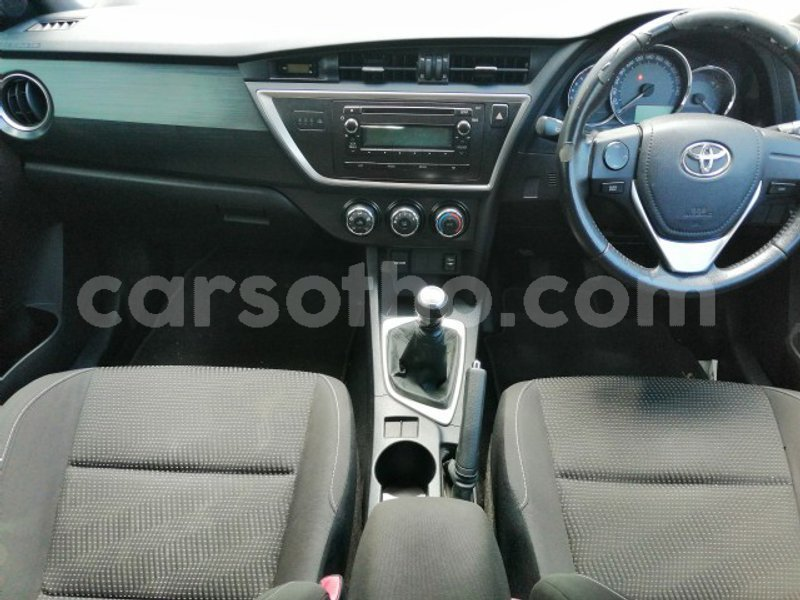 Big with watermark 2013 toyota auris 6