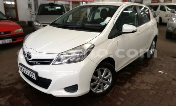 Buy Used Toyota Yaris White Car in Maputsoe in Leribe