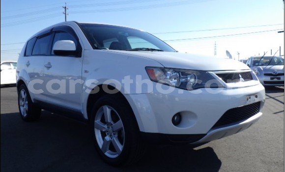 Buy Used Mitsubishi Outlander White Car in Maputsoe in Leribe