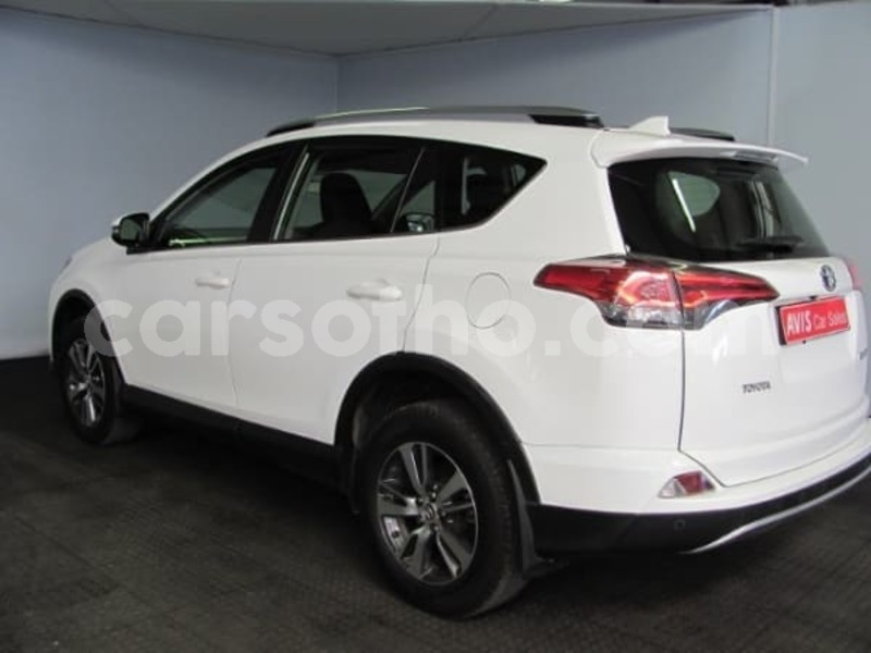 Big with watermark 2017 toyota rav 4 10