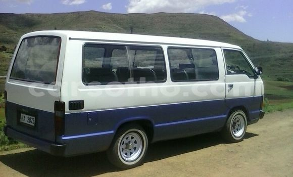 Buy Used Toyota Siyaya Blue Car in Maseru in Maseru