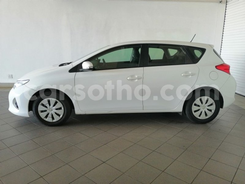Big with watermark 2013 toyota auris 8