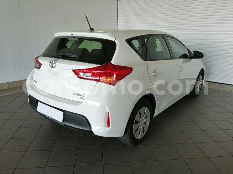 Big with watermark 2013 toyota auris 1