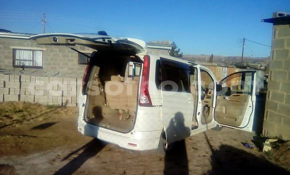 Buy Used Nissan Serena White Car in Maseru in Maseru