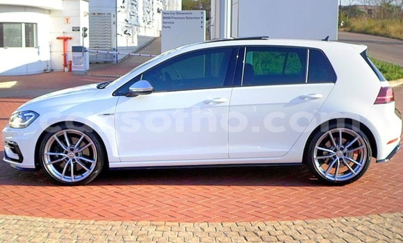 Buy Used Volkswagen Golf White Car in Qacha's Nek in Quthing
