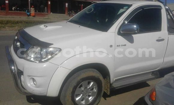 Buy Used Toyota Hilux White Car in Mafeteng in Mafeteng