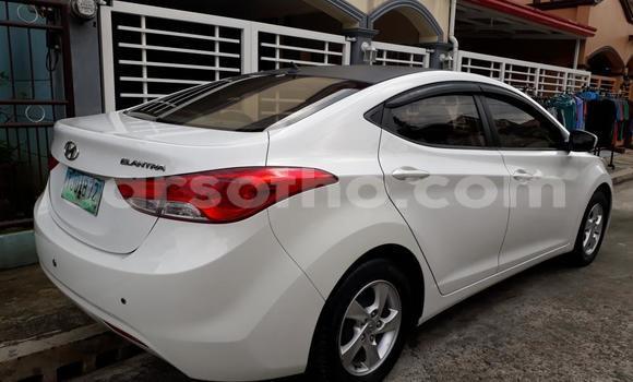 Buy Used Hyundai Entourage White Car in Maseru in Maseru