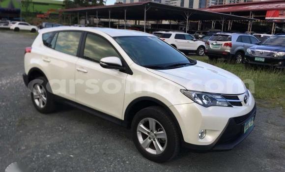 Buy Used Toyota RAV 4 White Car in Hlotse in Leribe